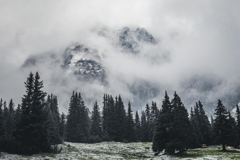 Mountain mood. - Mystiek tot en met.... indrukwekkende bergen doomen uit de wolken.<br /> <br /> Make sure you follow me on:<br /> https://www.face