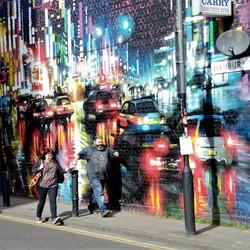 vrolijk stel en graffiti