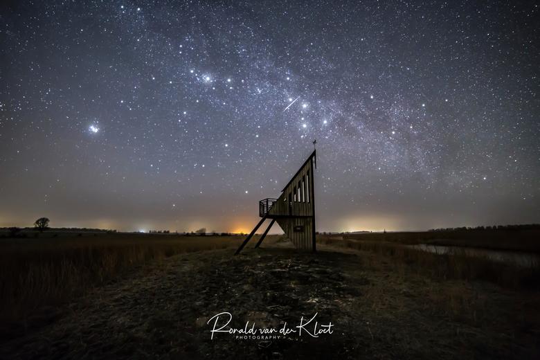 Starfull night - Vorige week neergestreken in Munnekezijl bij de vogeluitkijktoren. Mooi stukje natuur bij Lauwersmeer waar het heerlijk donker is.. H