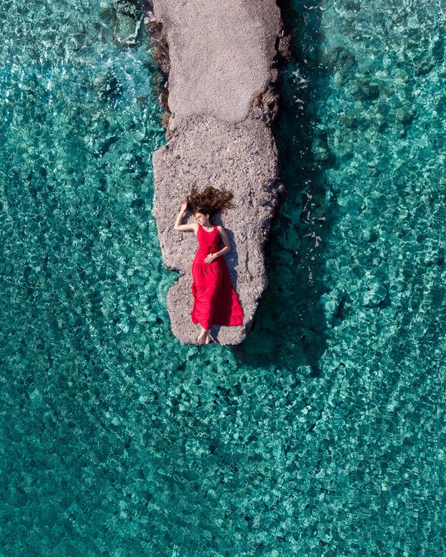 Het heldere water in Griekenland - Op de pier in Kálymnos, Griekenland