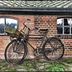 Is het huis nou zo klein, of is de fiets zo groot