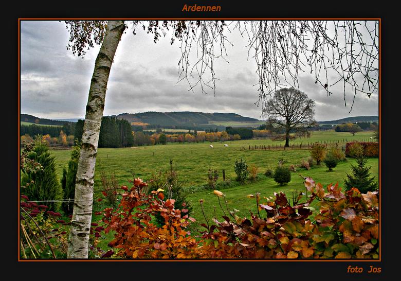 Herfst in de Ardennen 2 - Nog eentje van de Ardennen. Genomen vanuit de tuin van het huis waar we het weekend logeerde. Ieder bedankt voor de leuke re