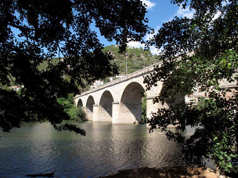 brug over de Orb - waar eerst een veerpontje voer, ligt er nu een brug