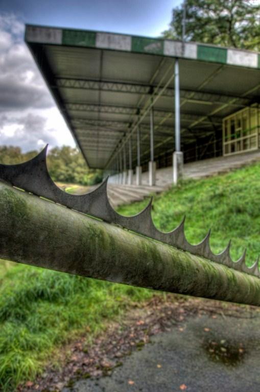 De Wageningse Berg - Urbex foto gemaakt in het oude voetbalstadion De Wageningse berg. De club FC Wageningen ging in 1992 falliet waarna het stadion i
