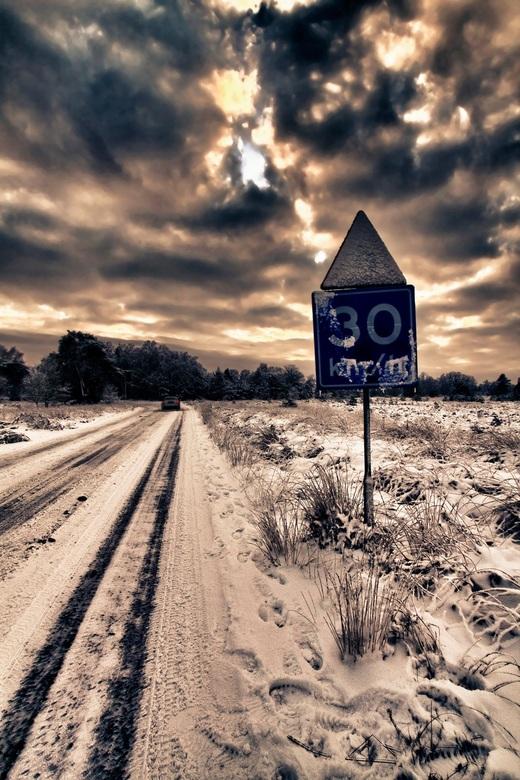 """Drive slow - Het is weer glad op de weg, vandaar deze kleine waarschuwing <img  src=""""/images/smileys/wilt.png""""/>"""