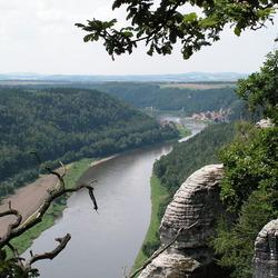 """de Elbe vanaf de """"Bastei"""" zuidoost Duitsland"""