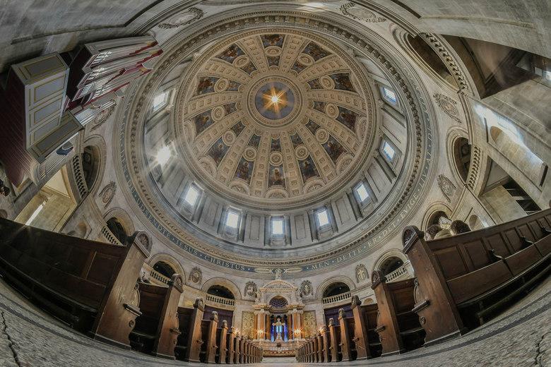 Dome Kopenhagen - De Dome van Kopenhagen: Om de Dome en het interieur er op te krijgen gekozen voor een Fish-EYE objectief. Dat geeft een prachtig eff