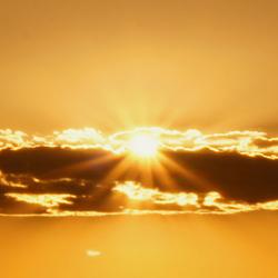 zon achter wolk.jpg