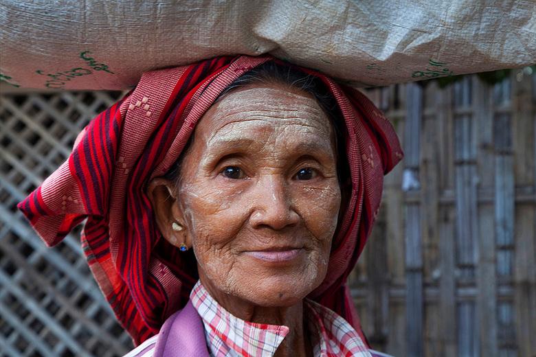Marktvrouw Myanmar. - Portret marktvrouw
