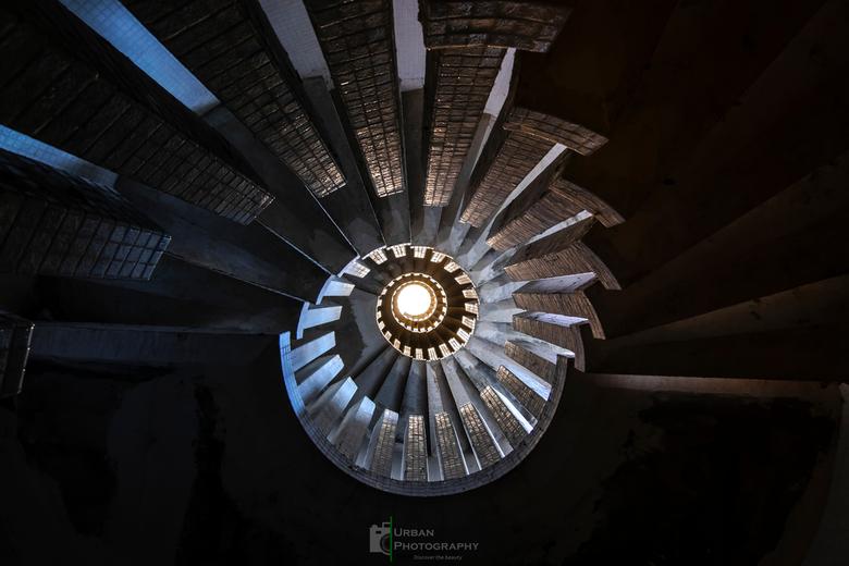 Er is altijd een weg omhoog - Er is altijd een weg omhoog, licht aan het einde van de tunnel.
