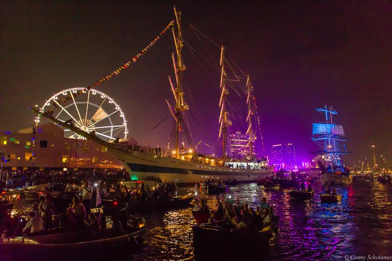 Sail  - Afgelopen vrijdagavond 21 augustus 2015 vaarde ik tussen heel veel boten tijdens Sail. Heel anders dan vanaf de kade. Enorm genoten, met een h