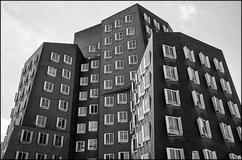 German architecture 13 - De huidige moderne architectuur vraagt nogal wat van de bouwvakkers aan inventiviteit. Zij moeten vaak de bijzonder dynamisch