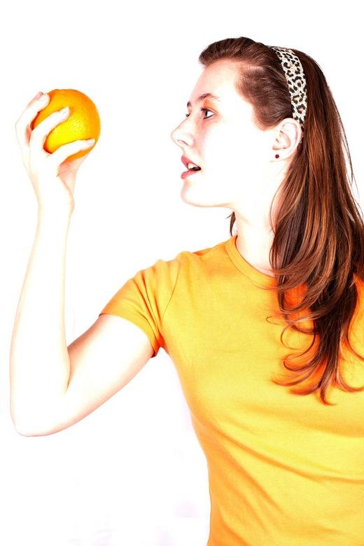 Orange.. - Foto reeks met fruit<br /> <br /> Model: Lissa