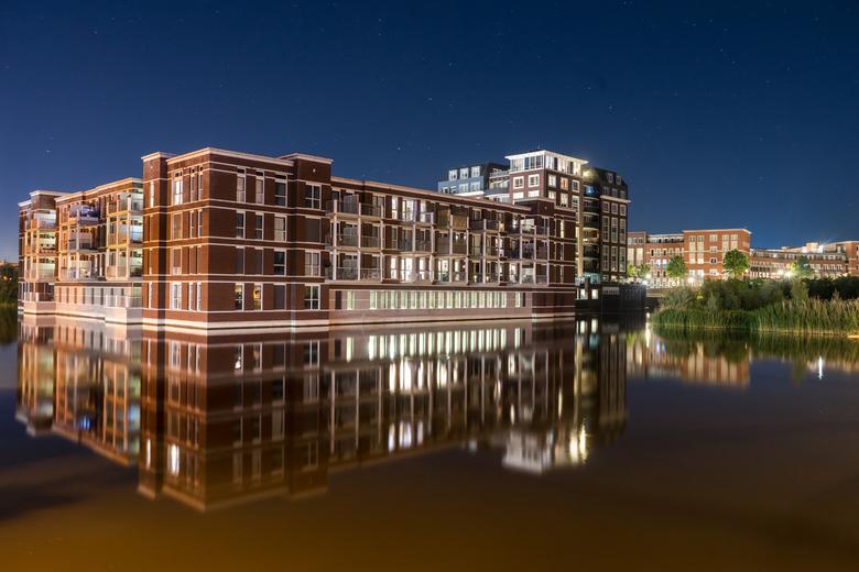 Suytkade Night Reflections - Reflecties op het water