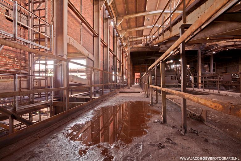 Verlaten oude staalfabriek (1) - Genomen op 28 mei 2013