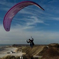 Fly past para-sailer