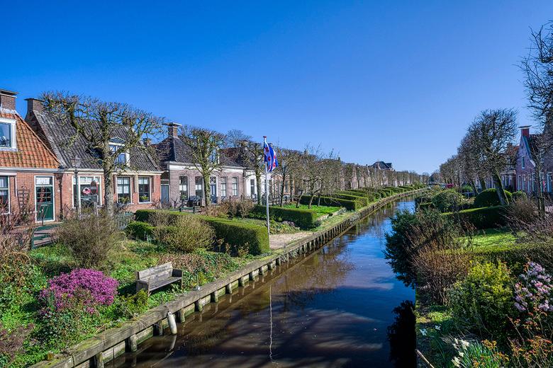 """IJlst - IJlst is een prachtig stadje en heeft een geweldig mooi centrum. De """"bleken"""" (grasvelden waarop vroeger de was lag te bleken) zorgen"""