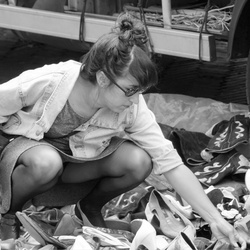 Schoenen uitzoek op het Waterlooplein