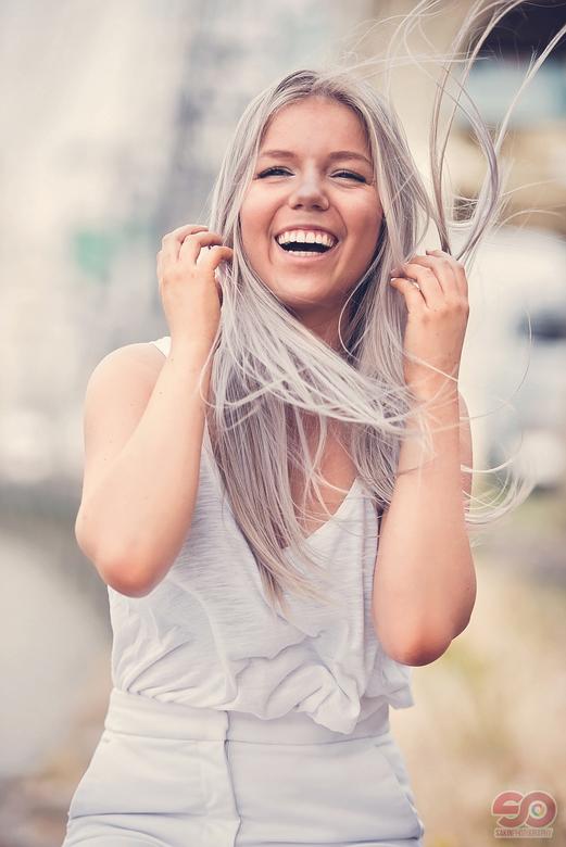 Laura - Smile