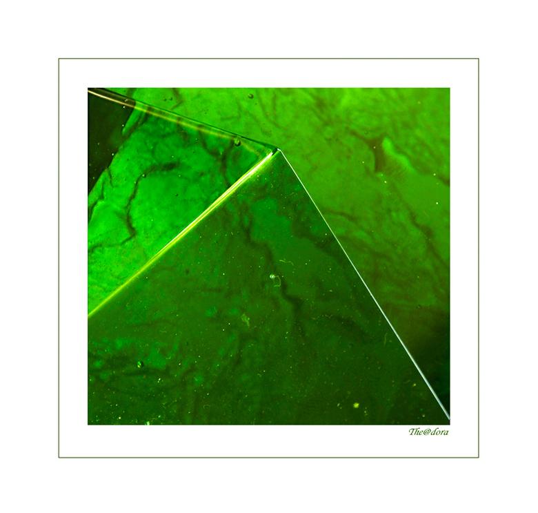 GLASKUNST - In het museum een expositie van glasobjecten ,dit is mijn interpretatie.<br /> <br /> gr.dora