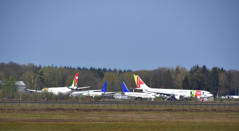 DSC_3648  Airport Twente. - Einde voor deze reuzen.<br /> Worden geassembleerd.<br /> deel voor deel.