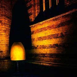Schaduw lamp bij de kerk
