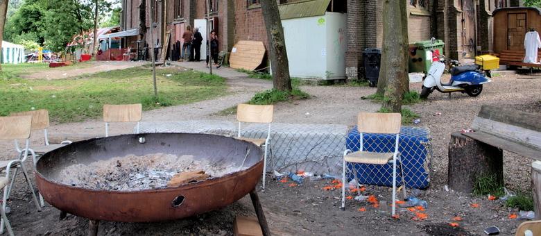 Ruigoord op zondagochtend - Paar jaar geleden op een festival op Ruigoord beland (bedankt Sven). Bij aankomst was alles net aan het ontwaken. De resta