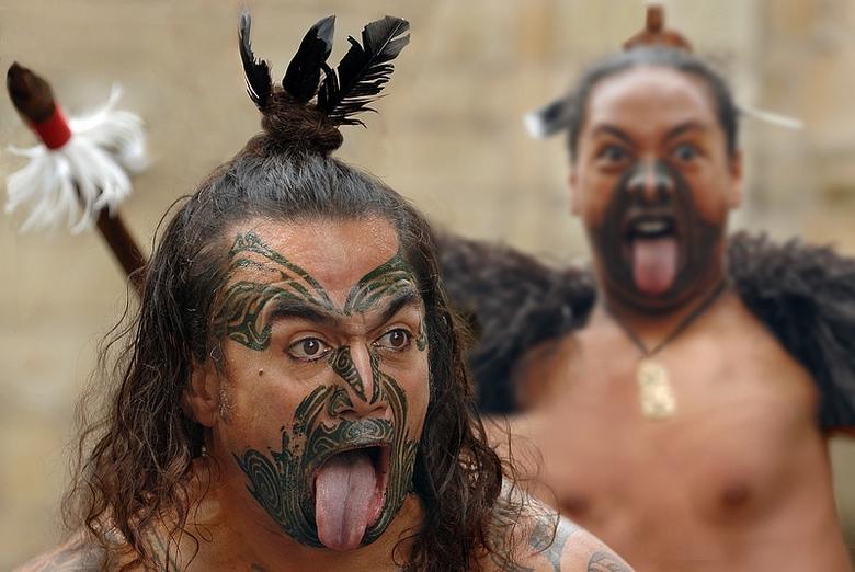 maori met tong uit de mond