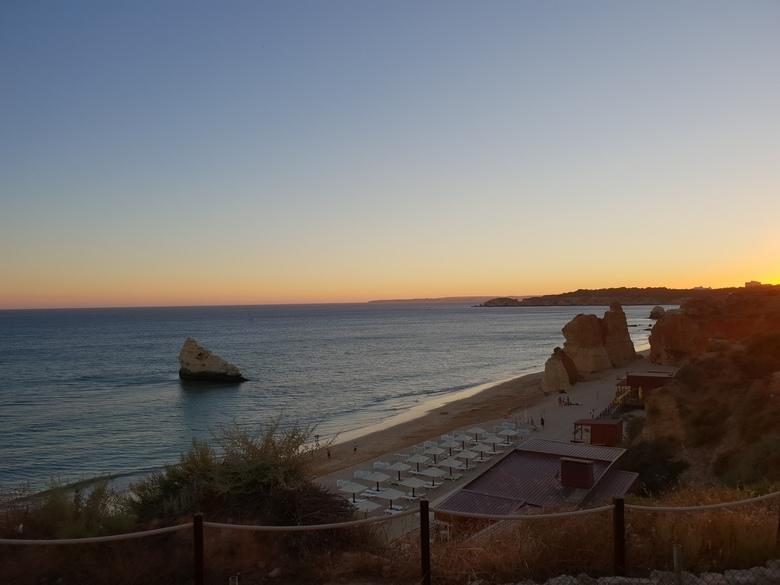 20180813_201954 - Dit is met zonsondergang op het strand in Portugal.