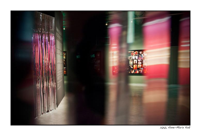 Weer in het NFM - Gisteren een fantastische expositie gezien in het fotomuseum, van Nan Goldin. Rauw, mooi, verdrietig, en een kijkje in een wereld di