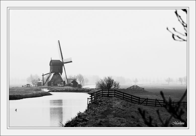 Naar de molen... - Vlakbij Streefkerk staat een molen midden in het land. Er loopt een paadje naartoe en ga dat binnenkort zeker een keer belopen. Van