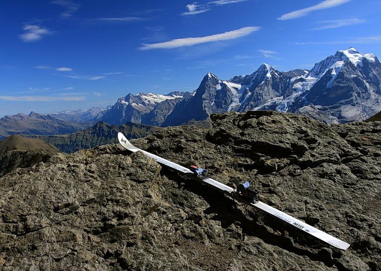 Humor, wie is zijn ski verloren - Even en keer een  foto met en knipoog. <br /> Deze foto bovenop de Schilthorn genomen.<br /> Bedankt voor de react