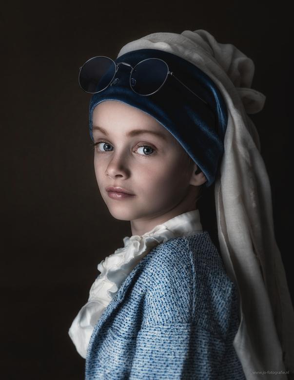 The girl with the sunglasses - Model: Noelle<br /> Geinspireerd door het beroemde schilderij van Johannes Vermeer (Het meisje met de parel)