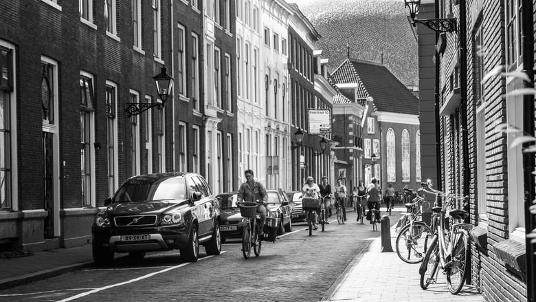 Fietsen - Fietsers in de Koestraat te Zwolle