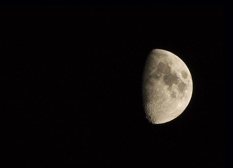 Classic moon - Een al wat oudere foto welke ik al wel op mijn site geplaatst had maar nog niet hier.<br /> <br /> Een foto die veel beginnende fotog