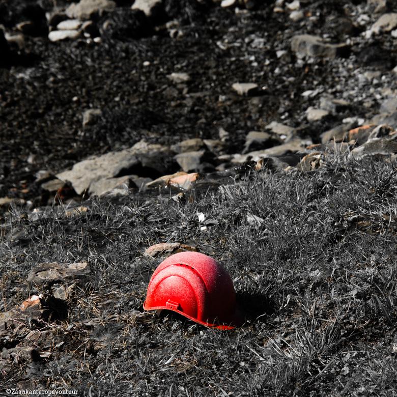 Helm - Verlaten helm in de haven. Als je soms ziet wat er aan de waterkant ligt.<br /> <br /> Bedankt voor alle reacties op de vorige foto.<br />