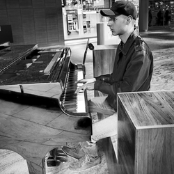 De skater-pianist...