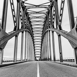 symmetrieIJsselbrug-in Zwart Wit