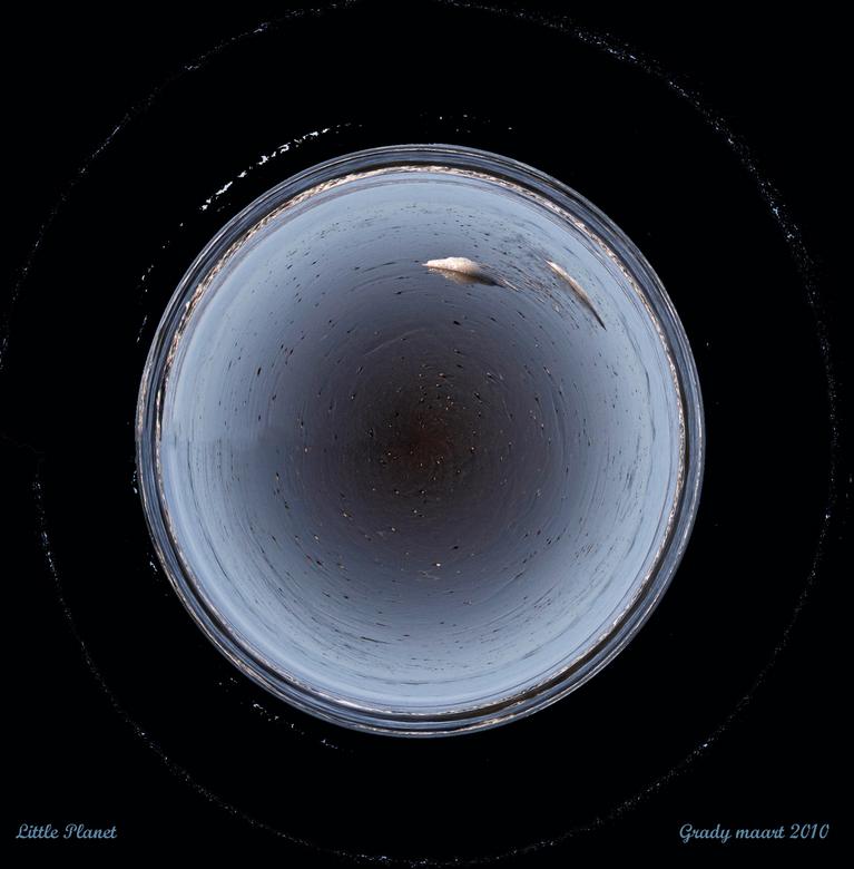 little(aqua)planet - Na al die regen en wateroverlast vind ik dit wel toepasselijk.<br /> Groetjes Grady fijne dag<br />