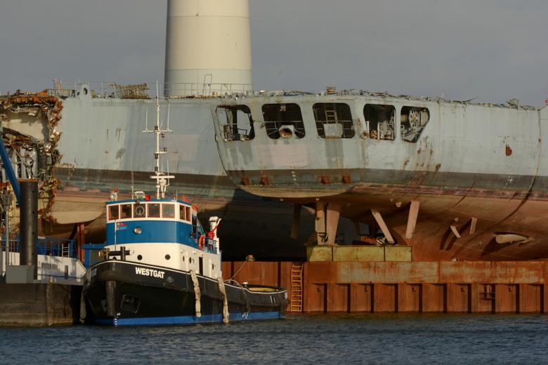 Sleepboot Westgat - Even in Kampen wezen kijken bij een collega. En toen viel mijn oog op deze sloperij met sleper.!!
