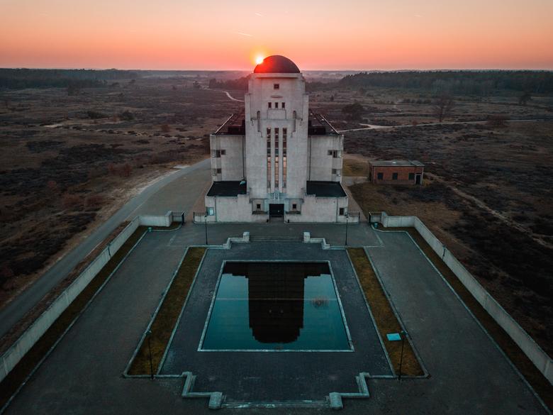 Radio Kootwijk - Voormalig zendstation Radio Kootwijk. Deze foto is gemaakt met een drone tijdens zonsondergang.