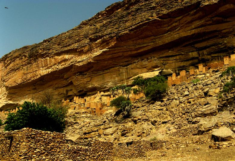 La falaise de Bandiagara  - Een heel bijzonder stukje Mali, het is in de Dogon vallei en in de falaise rotswand zie je het oude dorpje Teli.
