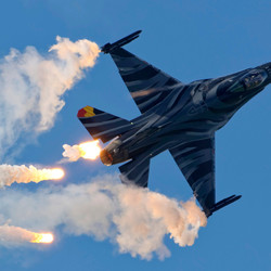 F-16 met flares