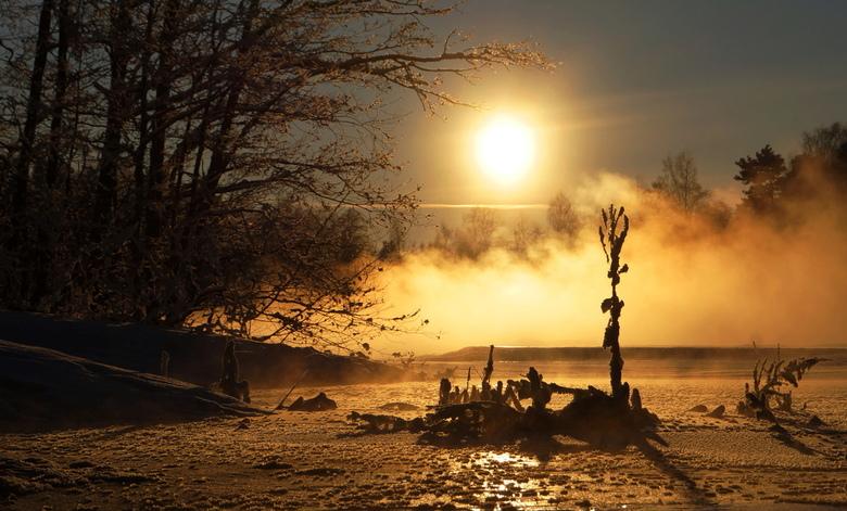 winterlandschap - effe in het groot kijken best mooi.<br /> de exstremem kou en de zon en de kunstwerken van de natuur.<br /> bedankt voor jullie fi