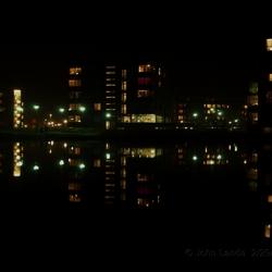 Nacht foto, flats in het water.