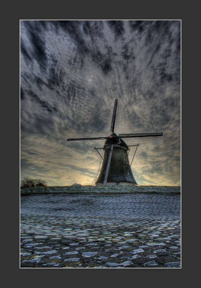 Cold Mill - Cold Mill<br /> <br /> 5 foto&#039;s op -2,-1,0,+1,+2<br /> ISO 100<br /> <br /> Daarna nog iets na bewerkt.<br /> De molen lijkt ha