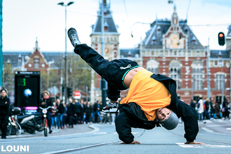 Bboy Steez hanging out in Amsterdam