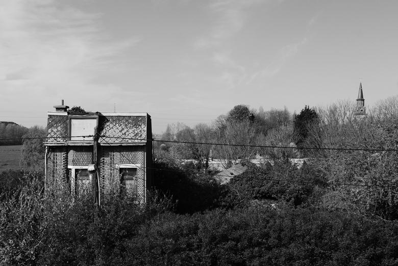 """Doel - Huis - Genomen in het verlaten dorp """"Doel"""", Antwerpen, België."""