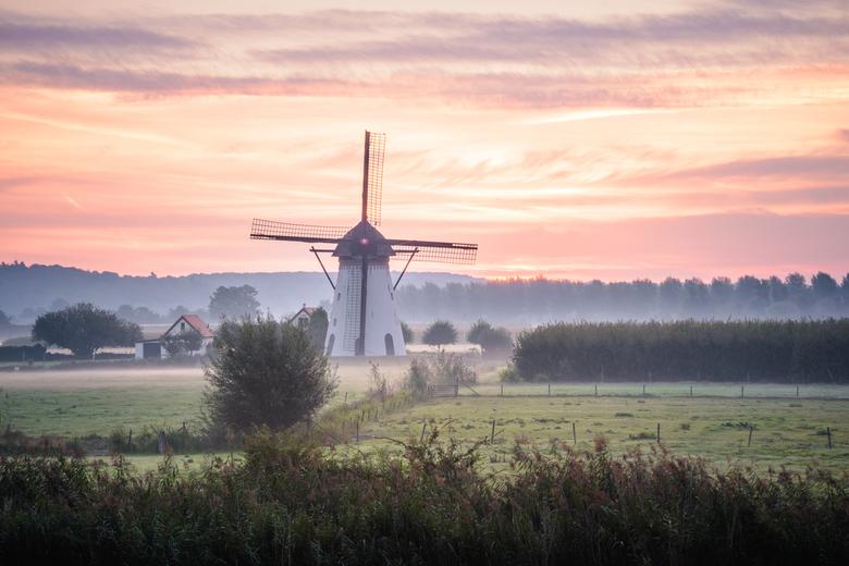 Gentle sunrise - Een mooie zachte zonsopkomst met fijne kleuren en een prachtige lucht!