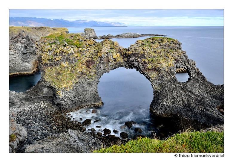 The Arch Rock - De bijzondere Gatklettur - Arch Rock - bij de mooie basalt rots-kust van Arnastapi. Een wandelroute langs deze kust, van Arnastapi naa
